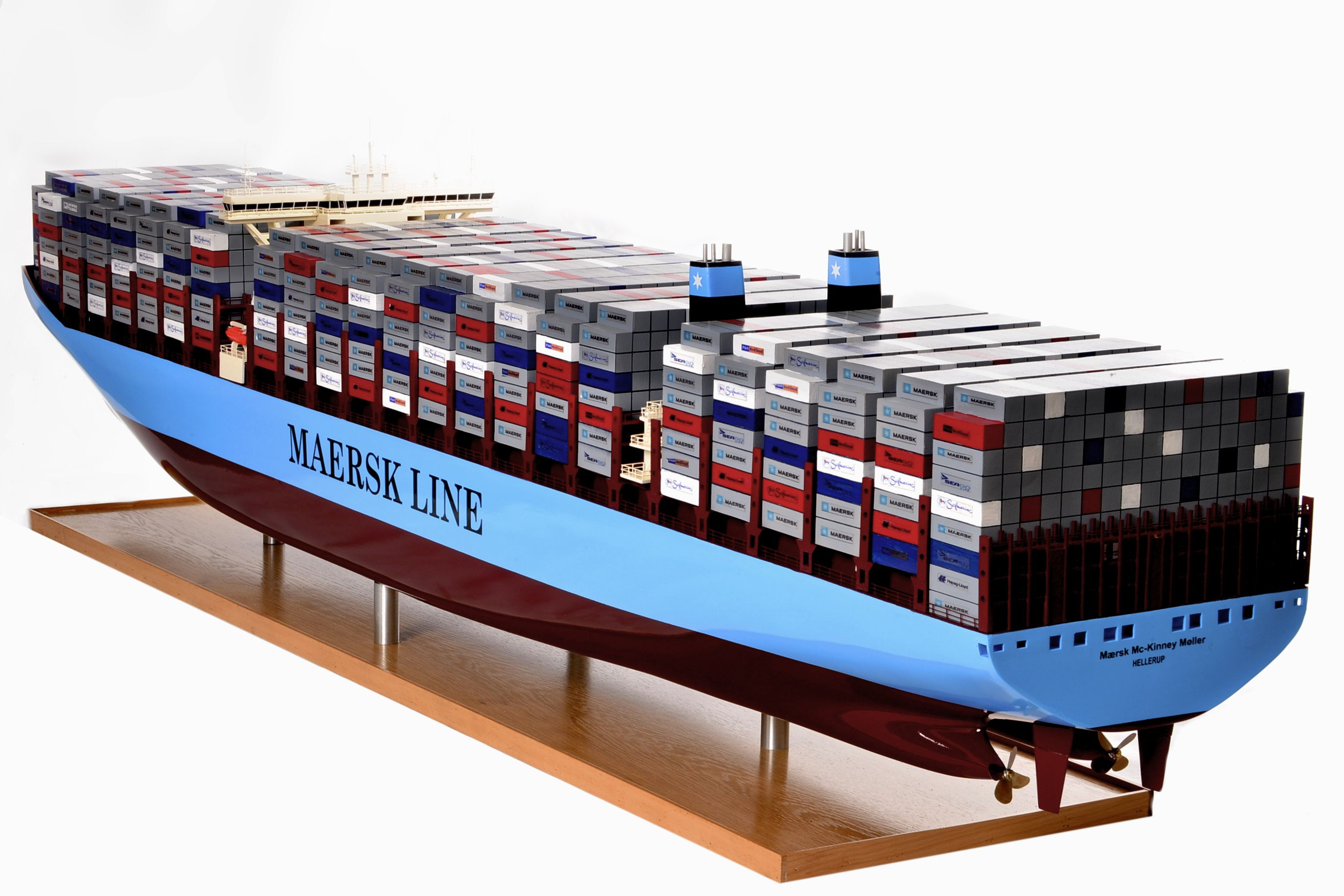 1812-10712-Emma-Maersk-Model-Ship