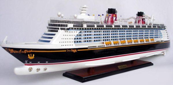 1990-11701-Disney-Dream-Model-boat