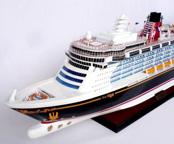 1990-11703-Disney-Dream-Model-boat