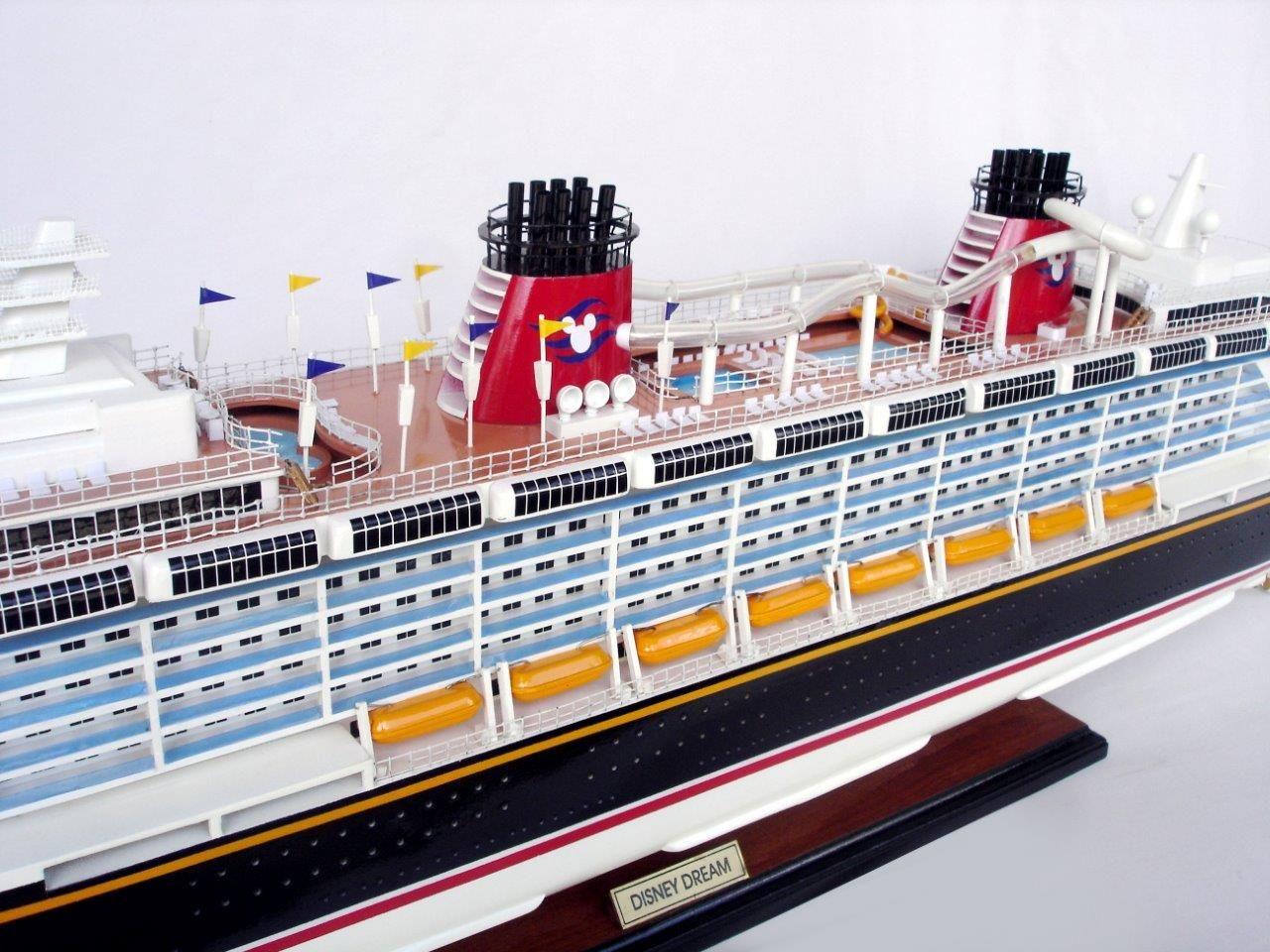 1990-11704-Disney-Dream-Model-boat