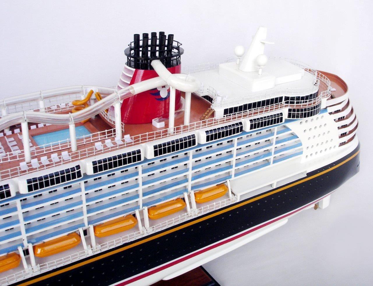 1990-11705-Disney-Dream-Model-boat