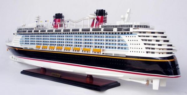 1990-11706-Disney-Dream-Model-boat