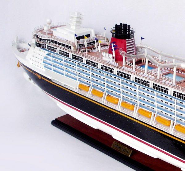 1990-11707-Disney-Dream-Model-boat