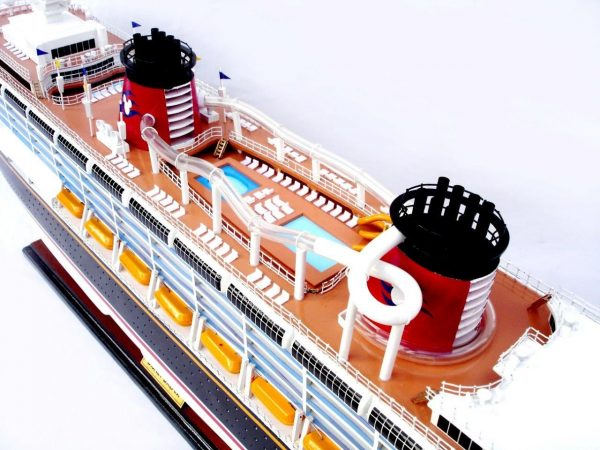1990-11708-Disney-Dream-Model-boat