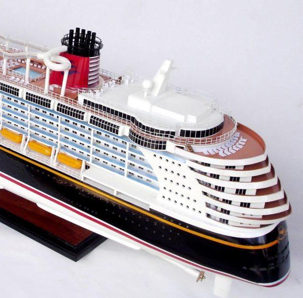 1990-11709-Disney-Dream-Model-boat