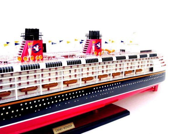 1991-11714-Disney-Wonder-model-ship