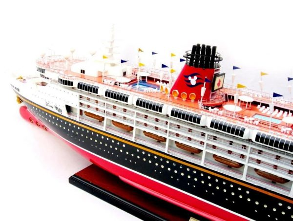 1991-11715-Disney-Wonder-model-ship