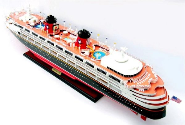 1991-11718-Disney-Wonder-model-ship