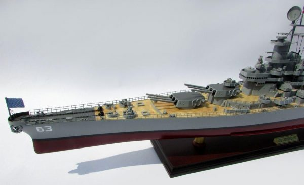 2015-12591-USS-Missouri-model-boat