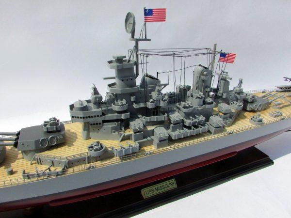 2015-12592-USS-Missouri-model-boat