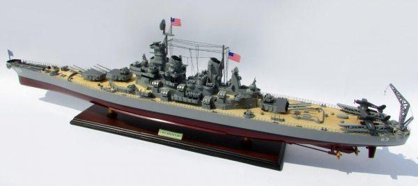 2015-12594-USS-Missouri-model-boat