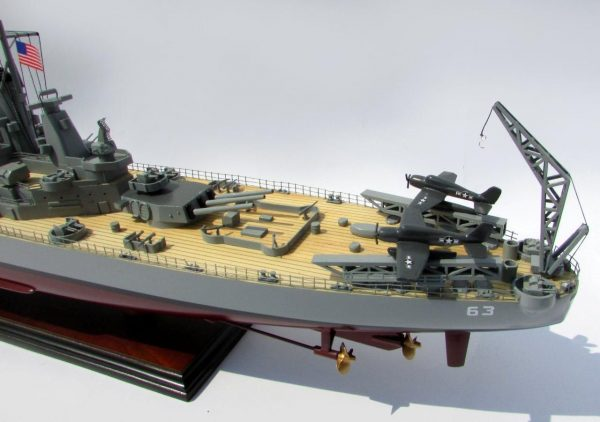 2015-12597-USS-Missouri-model-boat
