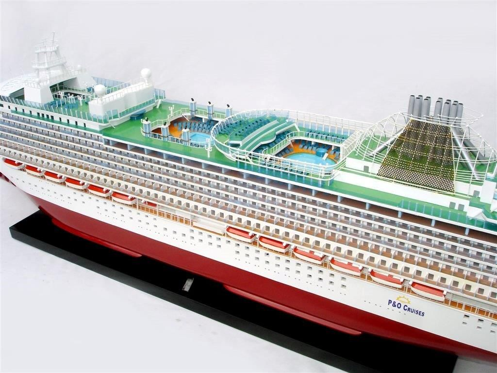 2034-12557-MS-Azura-Model-Boat
