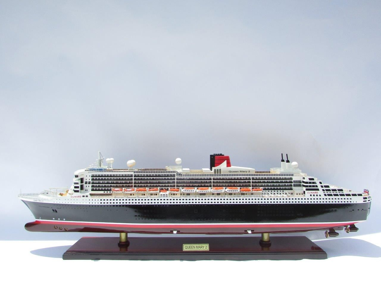2090-12405-Queen-Mary-2-Wooden-Model-Ship