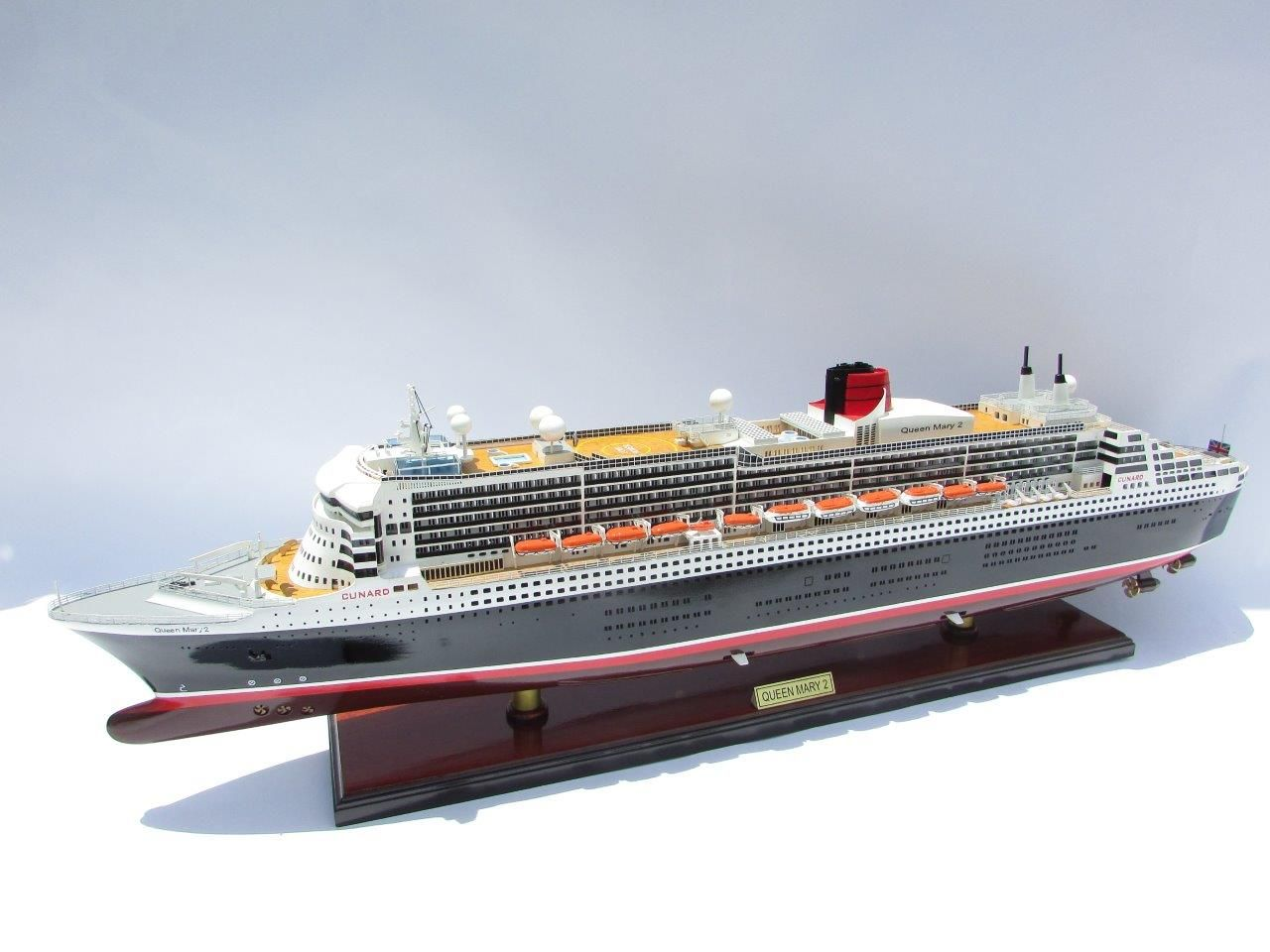 2090-12407-Queen-Mary-2-Wooden-Model-Ship