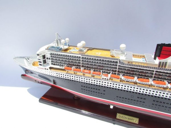 2090-12411-Queen-Mary-2-Wooden-Model-Ship