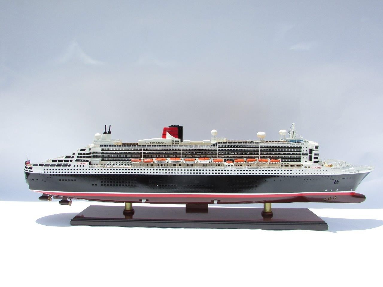 2090-12413-Queen-Mary-2-Wooden-Model-Ship