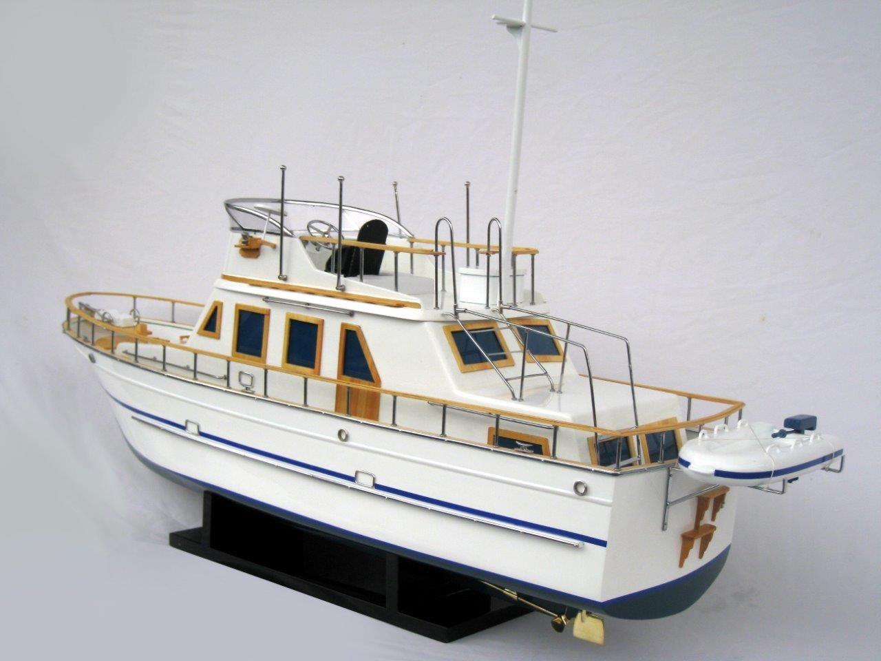 2092-12426-Reinee-Roo-Model-Ship