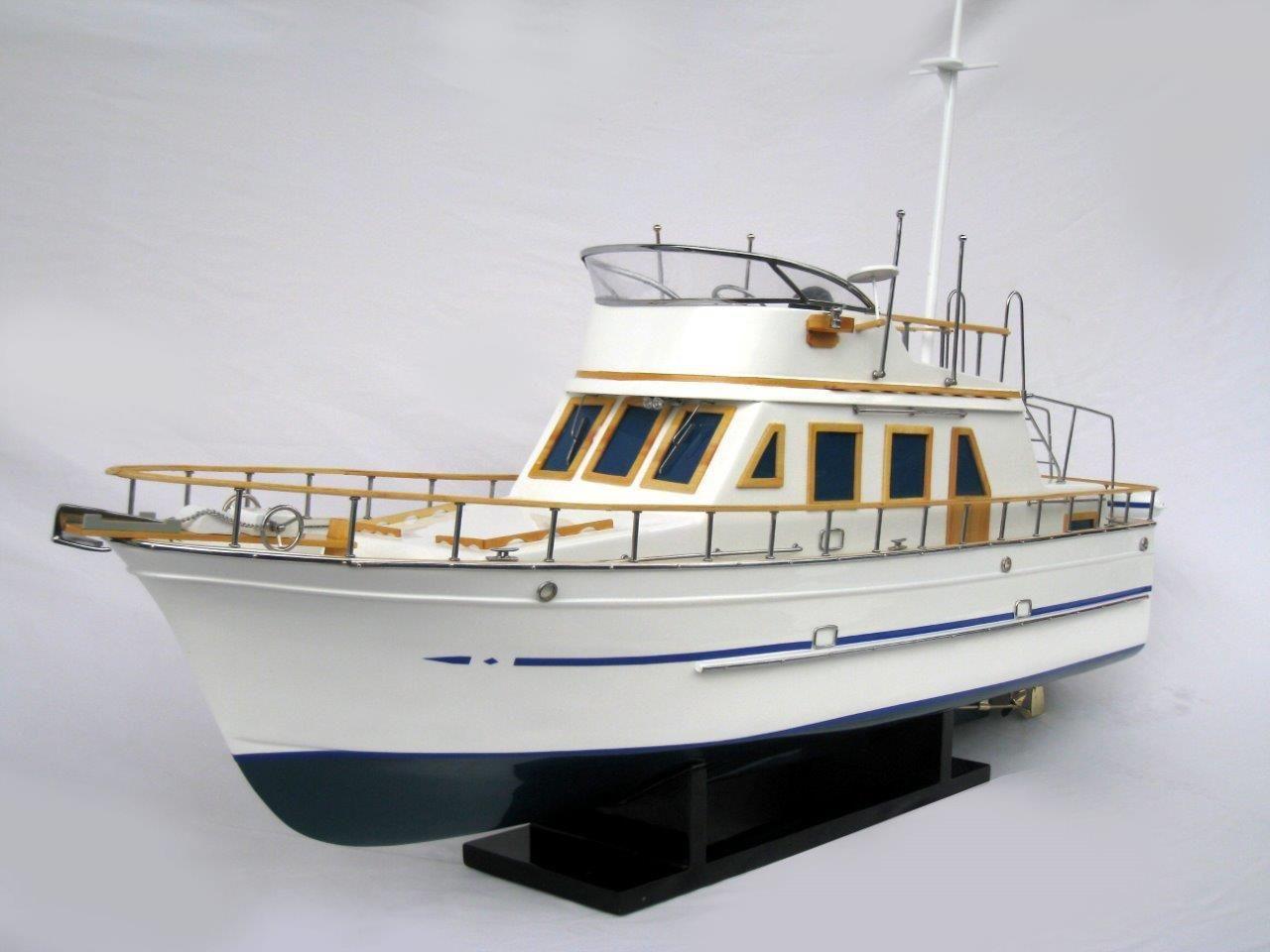 2092-12427-Reinee-Roo-Model-Ship