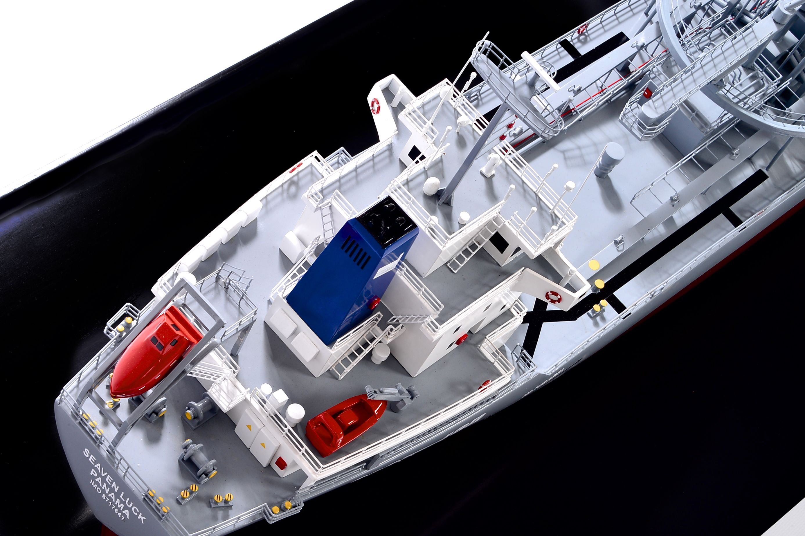 2474-14129-Seaven-Luck-Model-Ship