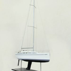 2530-14374-Bavaria-35-Match-Model-Ship