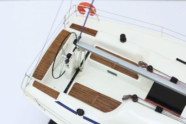 2530-14377-Bavaria-35-Match-Model-Ship