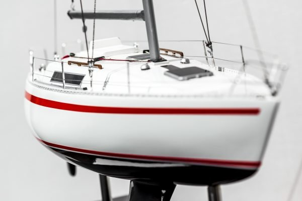 2531-14385-Beneteau-First-30-Model-Ship