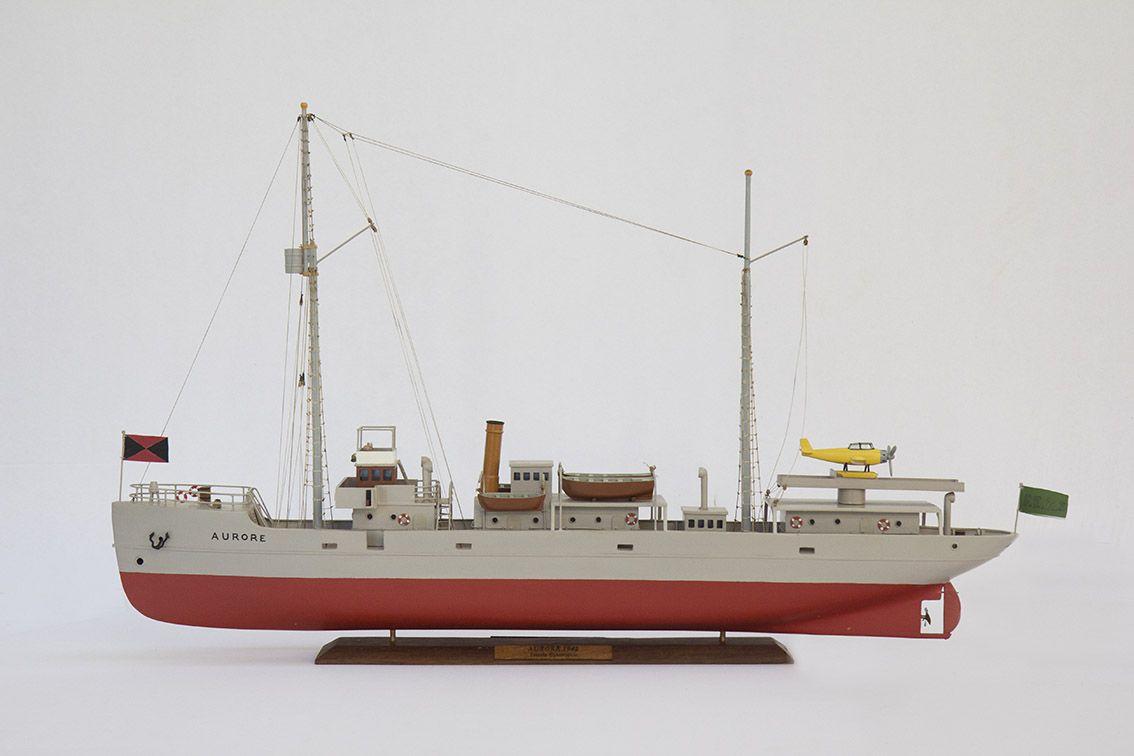 2533-14396-Aurore-Tintin-Model-Ship-Superior-Range