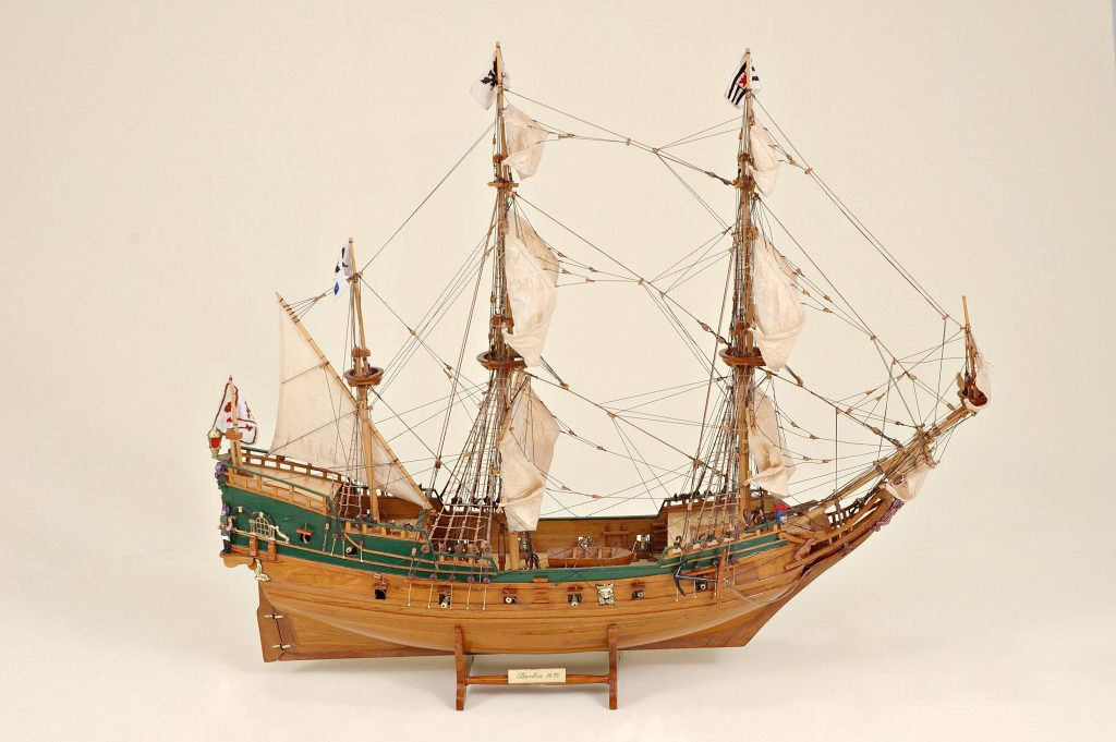 2536-14415-Berlin-Ship-Model-Superior-Range