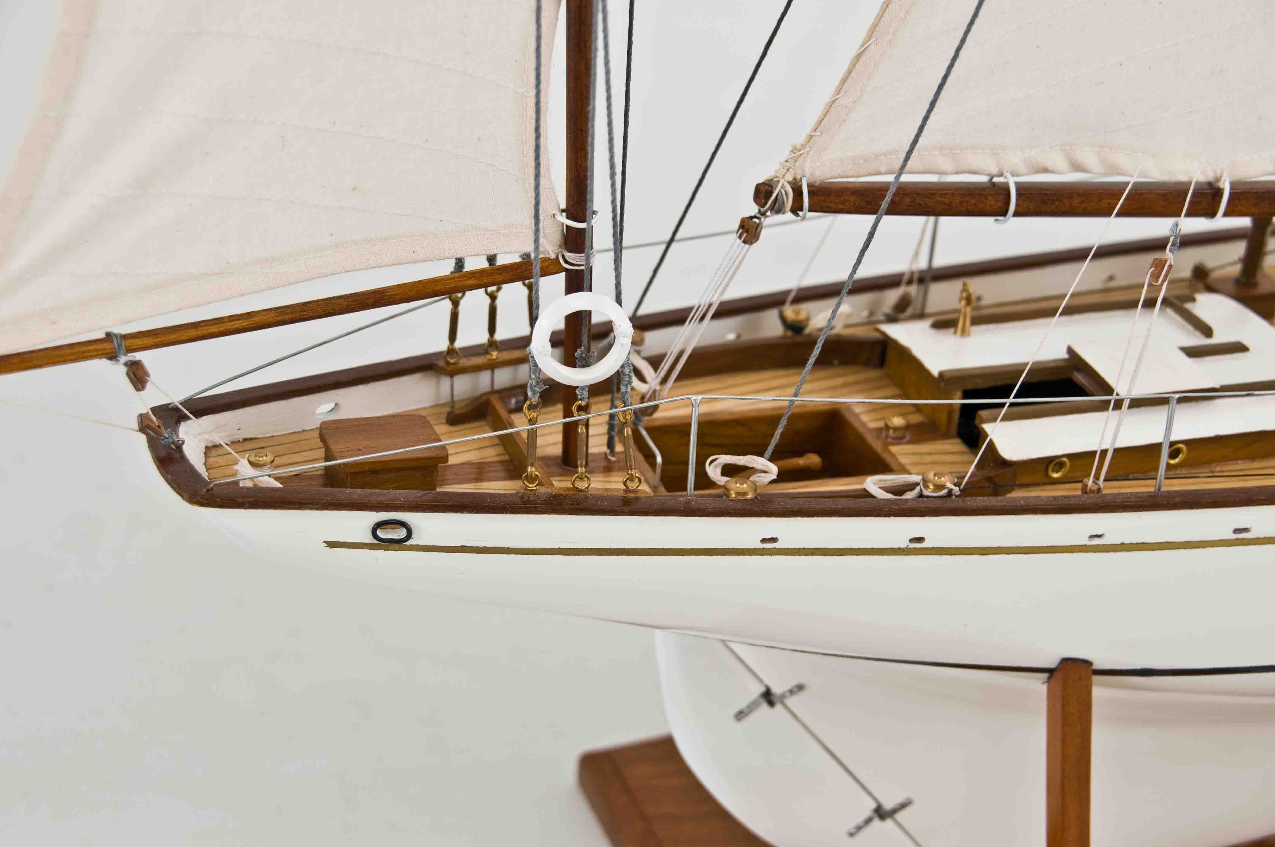 2539-14430-Dorade-Model-Yacht-Superior-Range