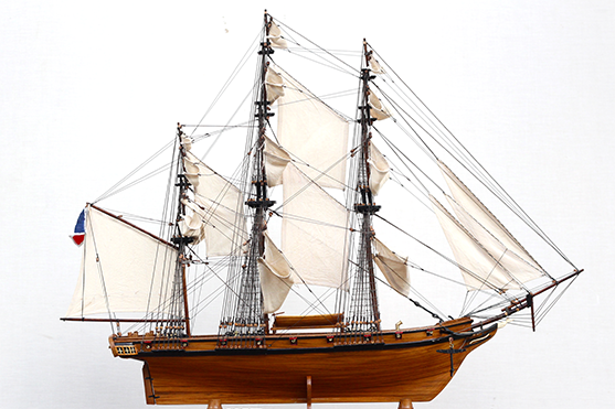 2547-14476-La-Confiance-Historical-Ship-Model-Superior-Range