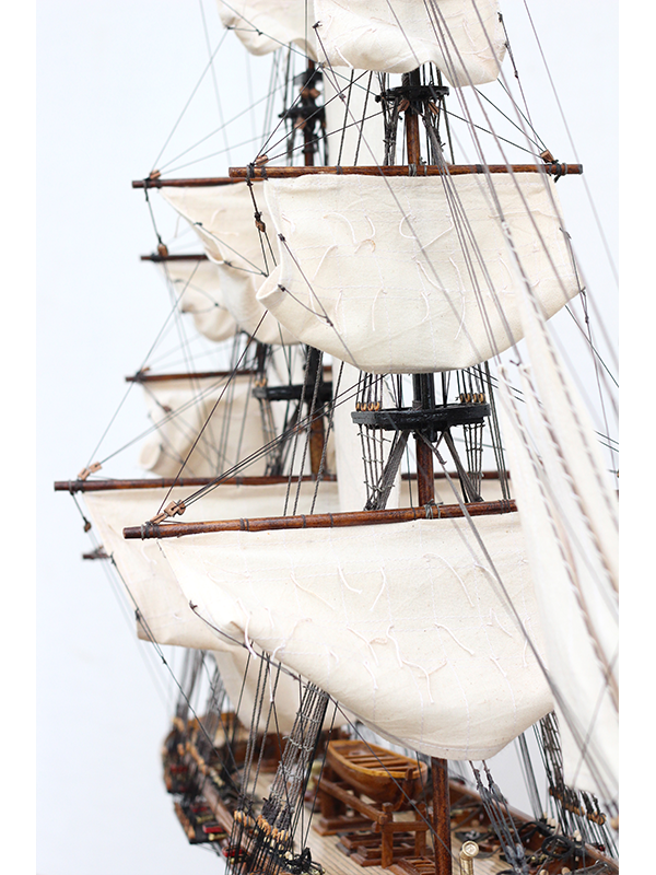 2547-14481-La-Confiance-Historical-Ship-Model-Superior-Range