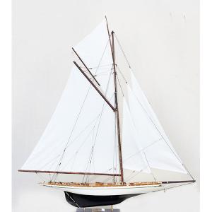2561-14562-Tuiga-Model-Sailing-Yacht-Superior-Range