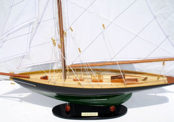 2563-14573-Pen-Duick-Model-Ship