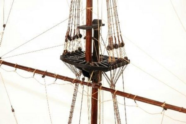 330-7452-HMS-Victory-Cross-Section-Model-Ship-Premier-Range