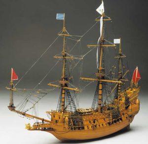429-8042-La-Couronne-Model-Ship-Kit-1