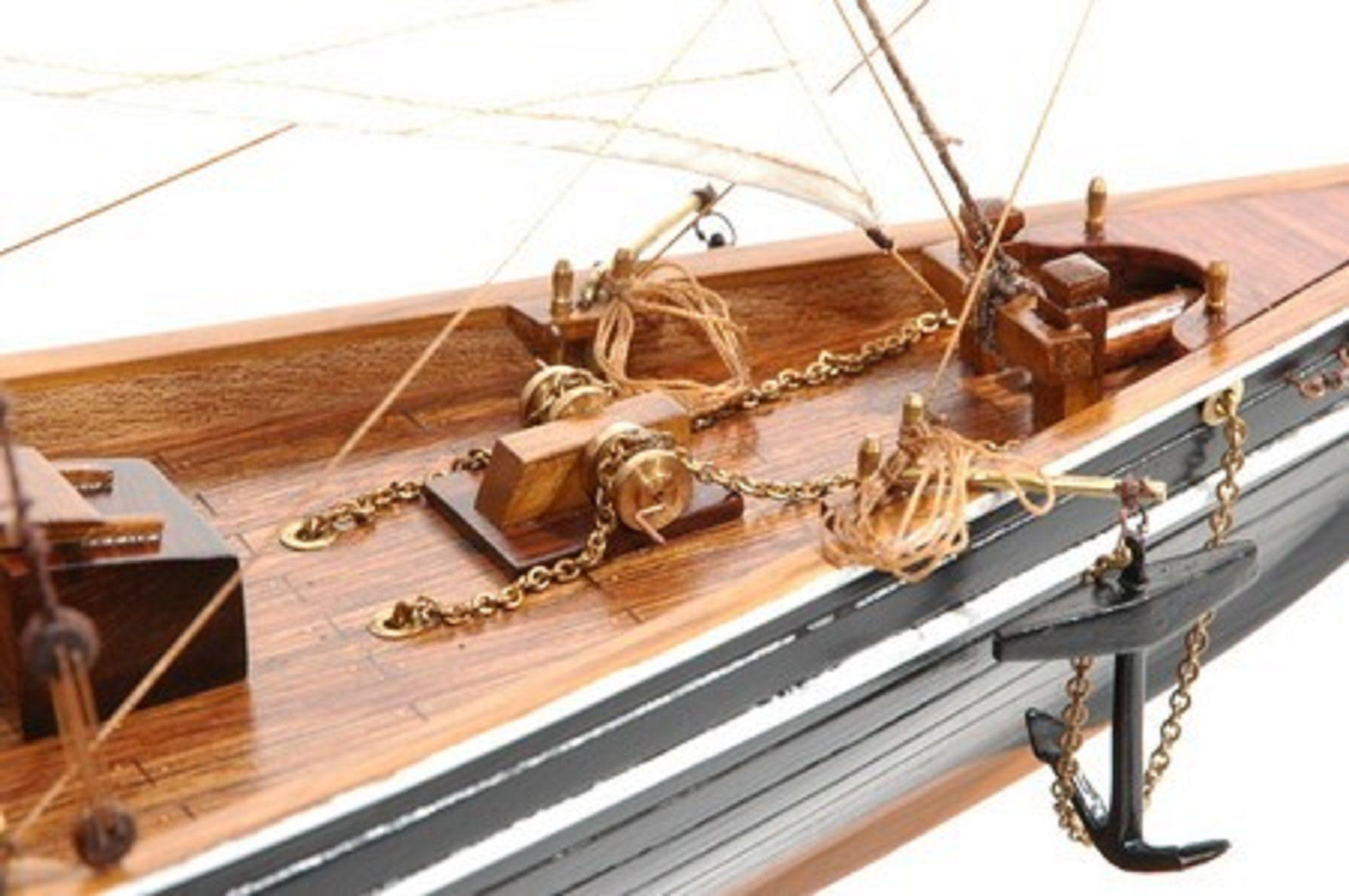 471-6969-Blue-Nose-II-Model-Yacht-Premier-Range