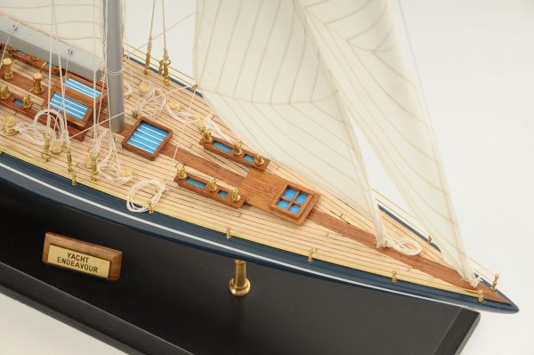 472-8247-Endeavour-Model-Yacht-Superior-Range