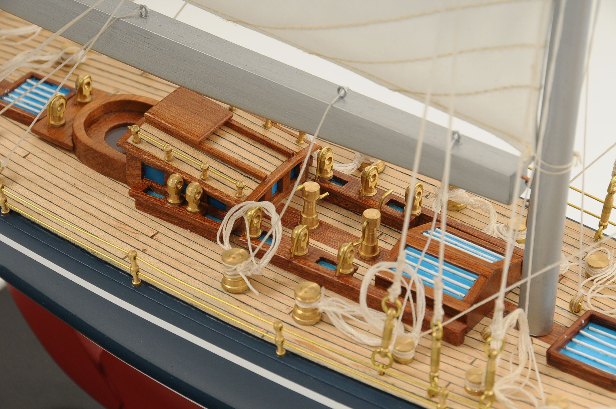 472-8249-Endeavour-Model-Yacht-Superior-Range