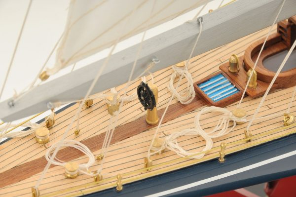 472-8251-Endeavour-Model-Yacht-Superior-Range