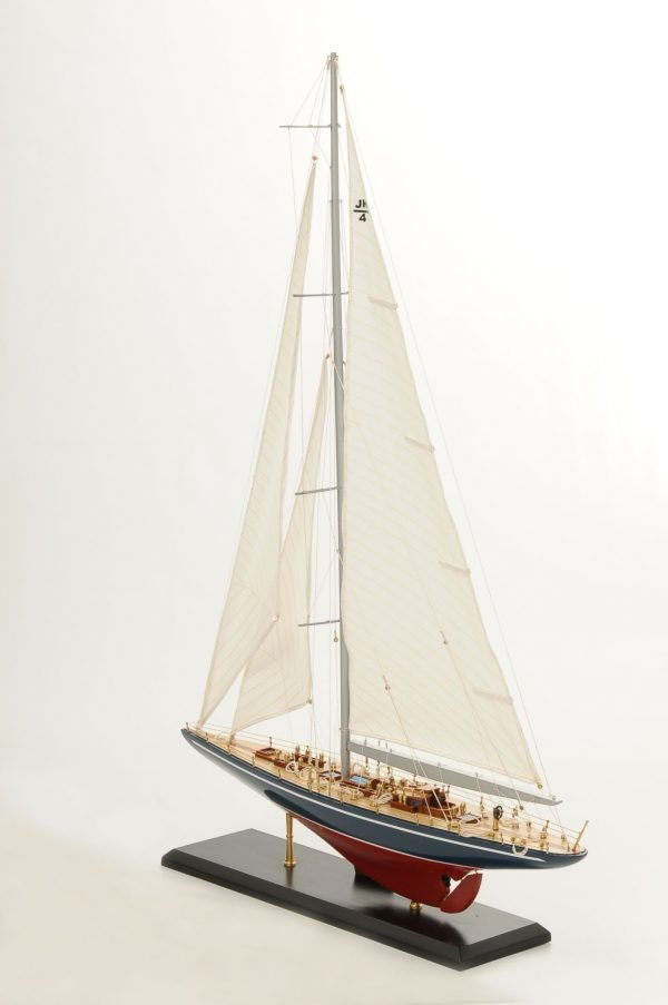 472-8255-Endeavour-Model-Yacht-Superior-Range