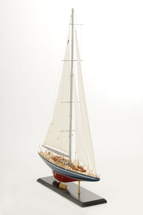 472-8256-Endeavour-Model-Yacht-Superior-Range