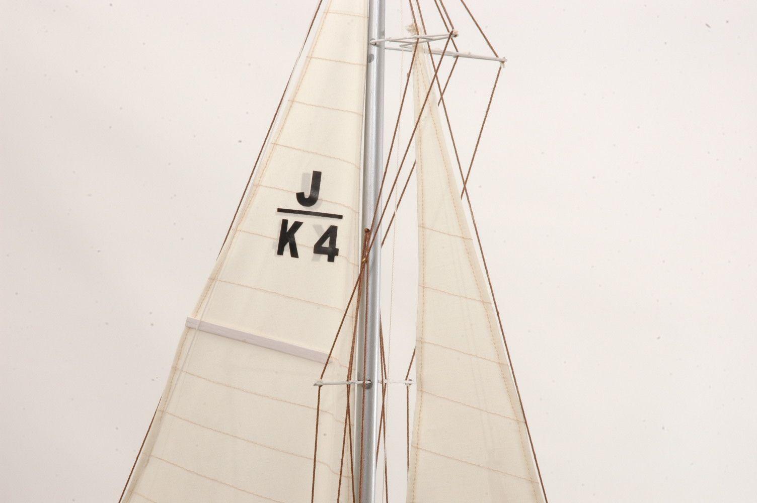 Shamrock Model Yacht (Superior Range)