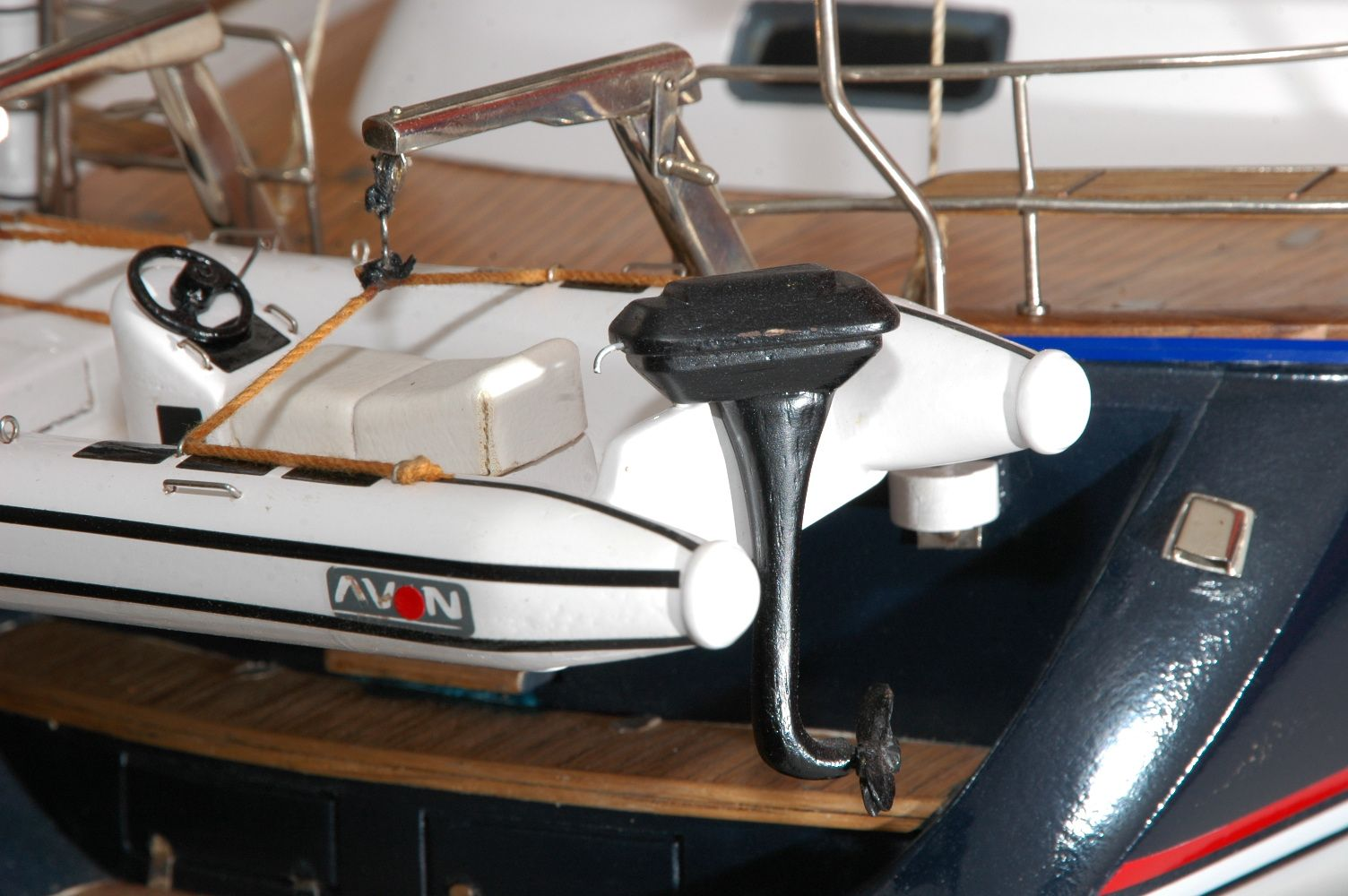 555-6279-Discovery-55-model-yacht