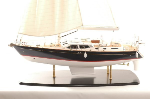 555-6280-Discovery-55-model-yacht