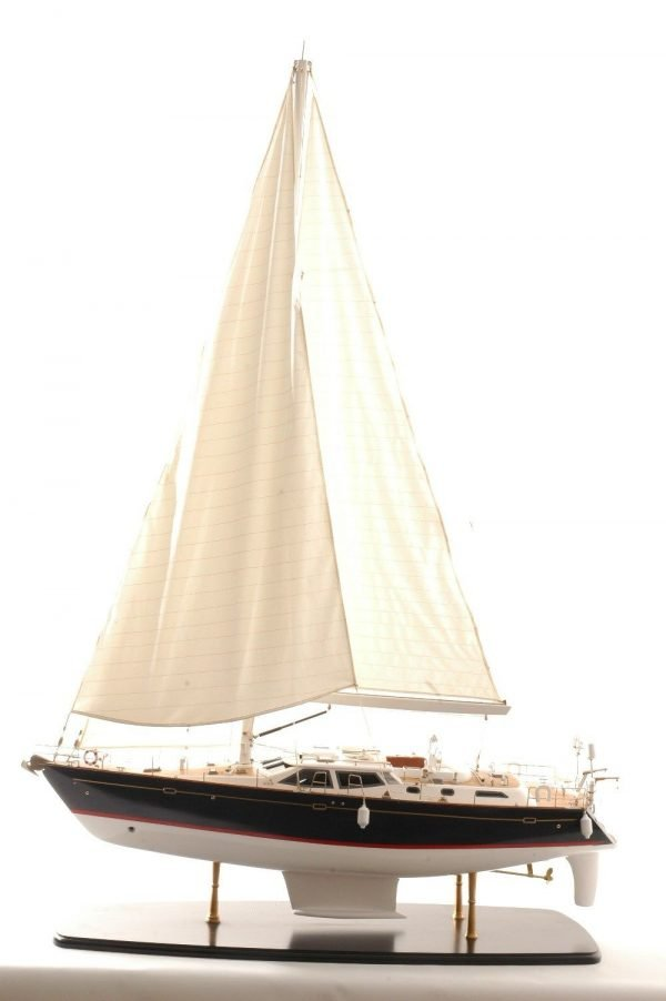 555-6281-Discovery-55-model-yacht