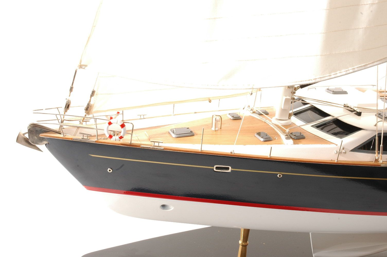 555-6285-Discovery-55-model-yacht