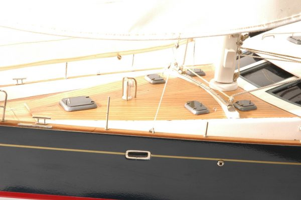 555-6286-Discovery-55-model-yacht