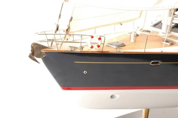 555-6288-Discovery-55-model-yacht