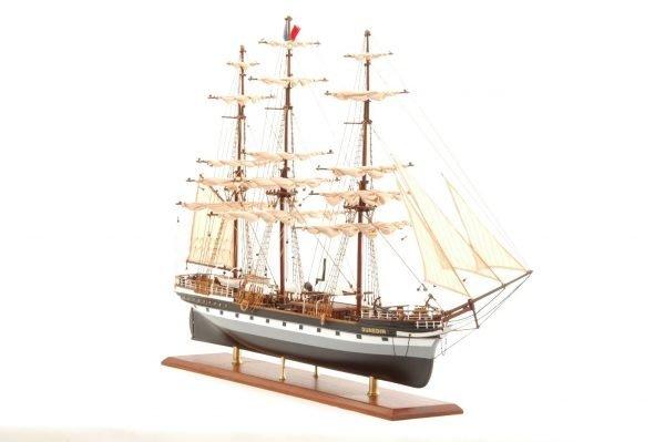 573-7225-Dunedin-Model-Ship-Premier-Range